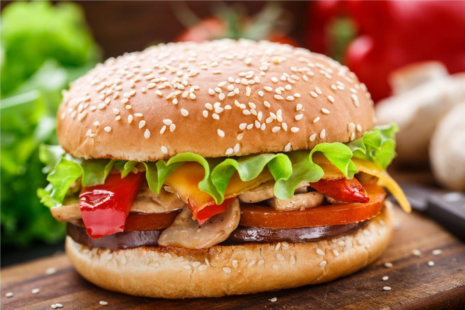 Чтобы избежать избытка высококалорийных продуктов, отдайте предпочтение высокопитательным продуктам