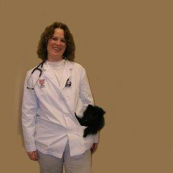 Анжела Дюк, ветеринар
