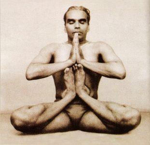 Б.К.С. Айенгар - самый авторитетный учитель хатха-йоги на настоящий день.