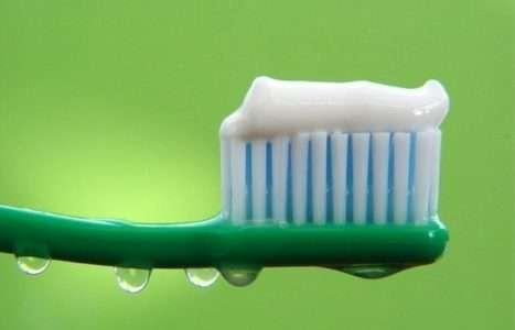 Укрепляет ли зубную эмаль паста с фтором