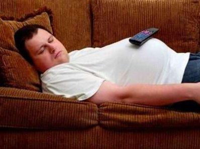 Помимо недостатка физических упражнений, длительная пассивность также крайне вредна