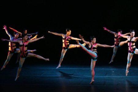 Кинезиотейпирование - шоу цветных лент