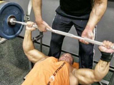 Короткие промежутки отдыха между подходами дают максимальный отклик тестостерона