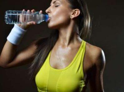 Нужно ли пить воду во время тренировки?