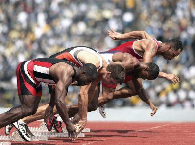 Пауза между «внимание» и «марш» влияет на результаты забега
