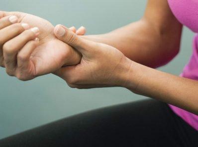 Легкие упражнения, которые раз и навсегда помогут вам забыть о боли в запястьях