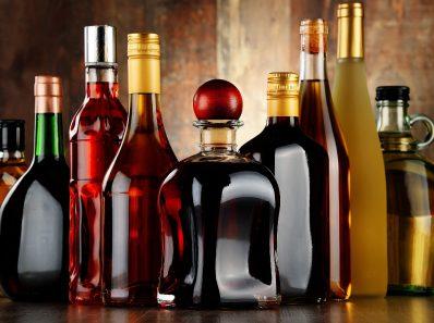 Почему не рекомендуется употреблять алкоголь во время диеты