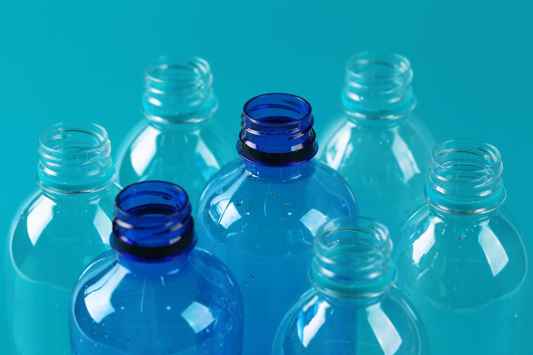 Пластиковые бутылки вред. Токсичные бутылочки. Бисфенол А. Пластик