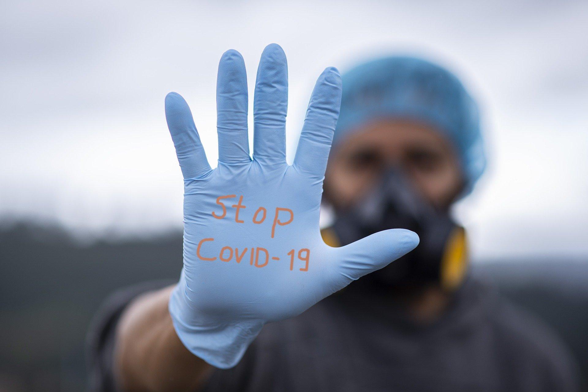 Средний человек считает, что в США от коронавируса умерло 30 миллионов человек