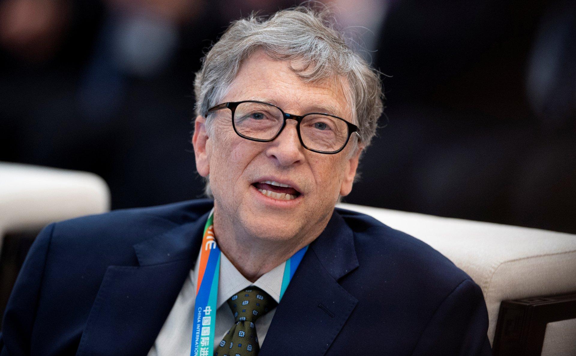 Гейтс пытается оправдать побочные эффекты вакцины быстрым отслеживанием