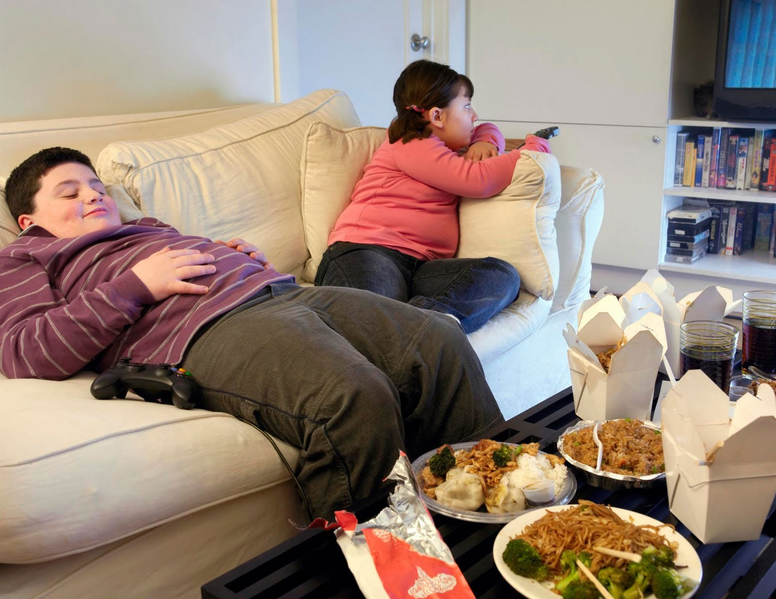 Смотря телевизор, остерегайтесь пищи! Вы не заметите, что сыты, если ваше внимание будет сконцентрировано на нем!