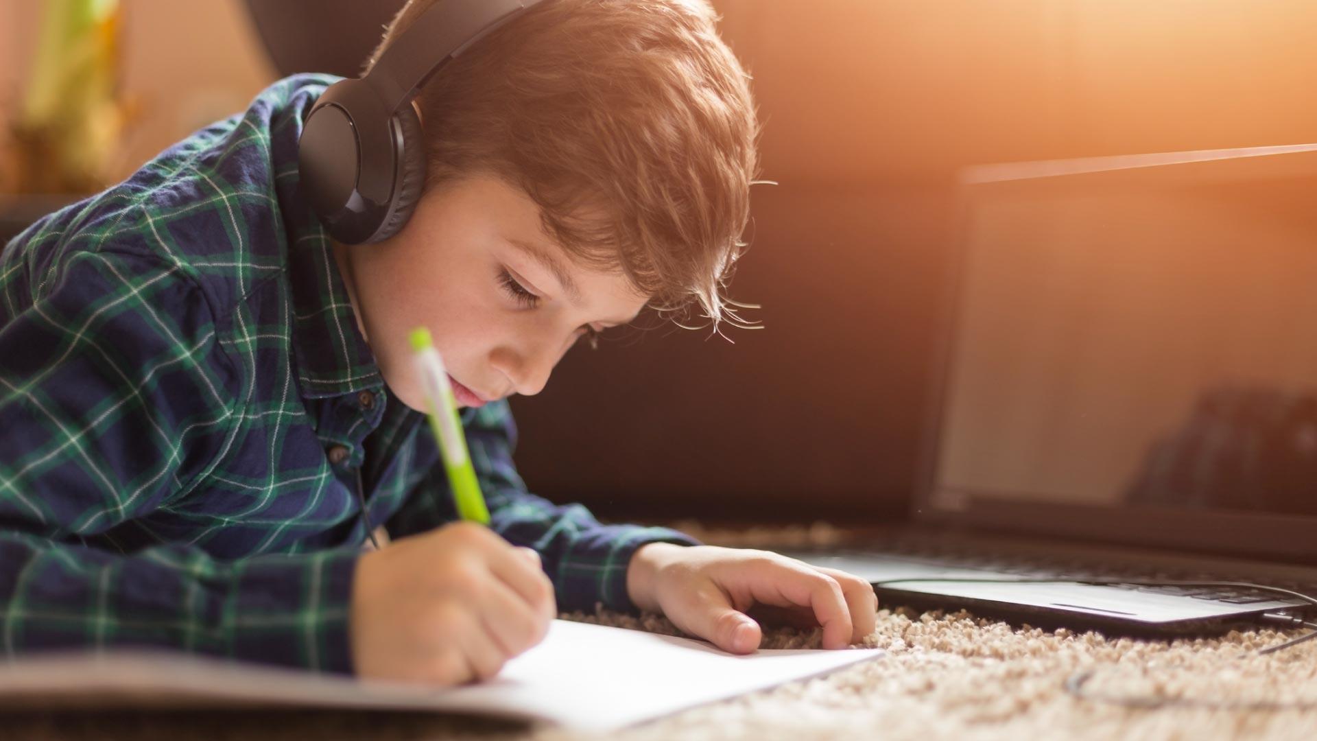 Как защитить глаза ребенка во время онлайн обучения