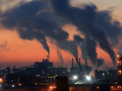 Глобальное исследование связывает загрязнение воздуха с депрессией и самоубийствами