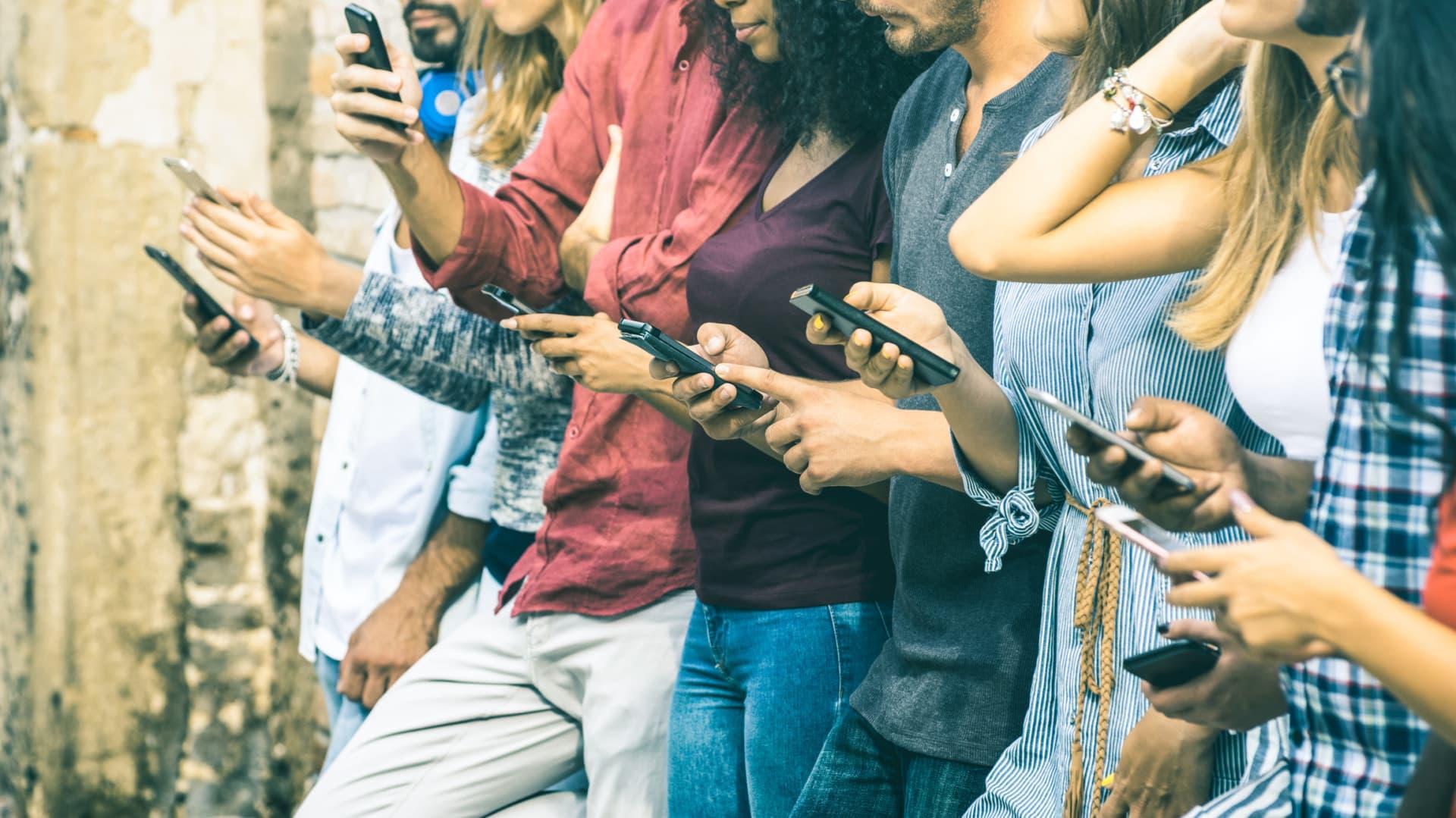 Подростки, которые ограничивают время просмотра экрана, имеют лучшее психическое здоровье