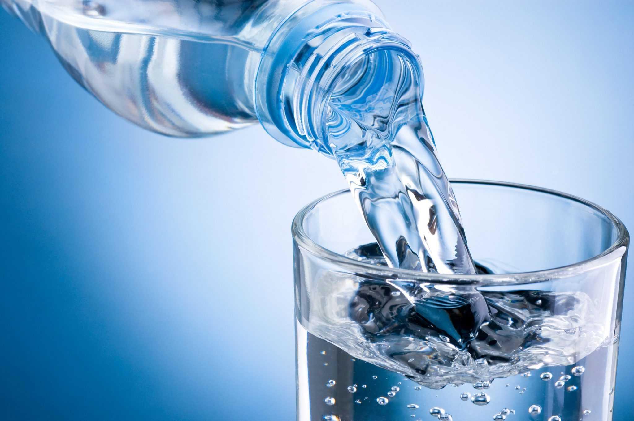 """Щелочная вода: если вы попались на эту """"причуду"""", вы можете нанести серьезный ущерб своему здоровью"""